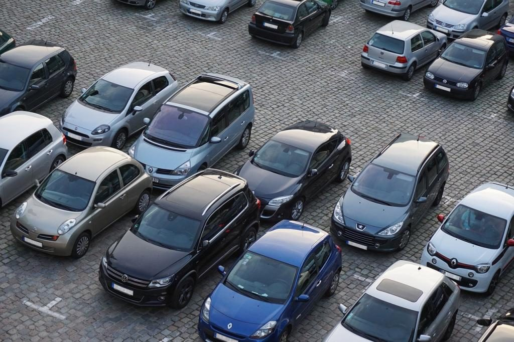 Смольный проверит Полежаевский парк на наличие незаконных парковок