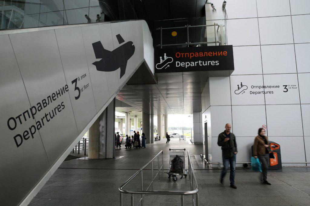Выходные начались с отмены 12 рейсов в Пулково, три задерживают