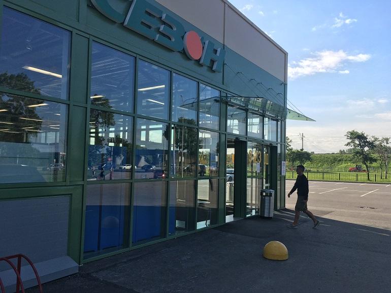 Нелегальный магазин «Сезон» на Пулковском шоссе продолжает работу несмотря на предписание о закрытии