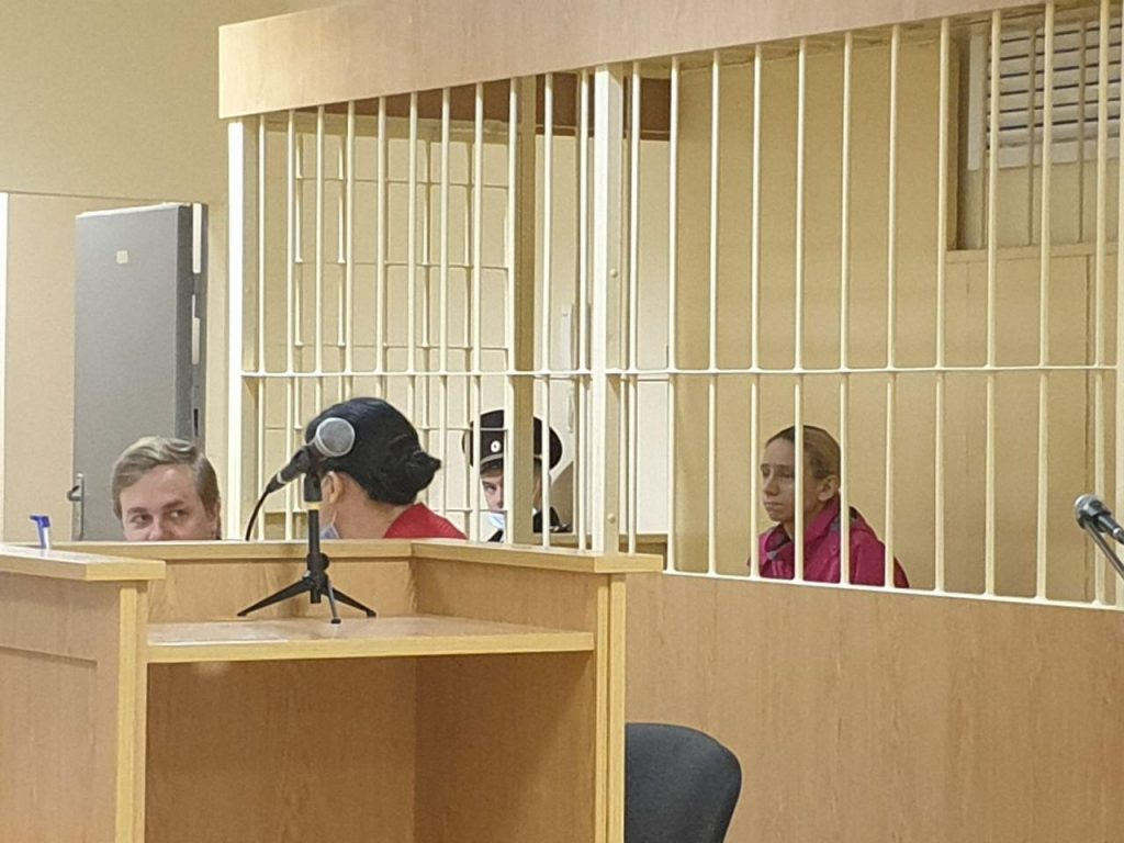 Суд продлил срок задержания вдове рэпера Энди Картрайта