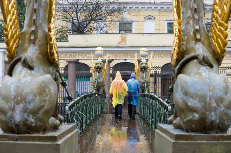 Петербуржцев предупредили о сильном ветре и дожде 4 мая