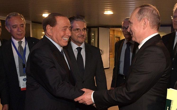Сильвио Берлускони экстренно госпитализировали в Монако