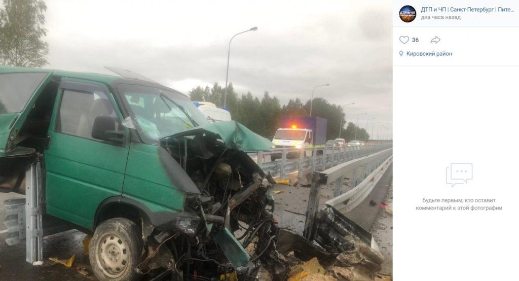Сонный водитель Volkswagen протаранил отбойник на «Коле»