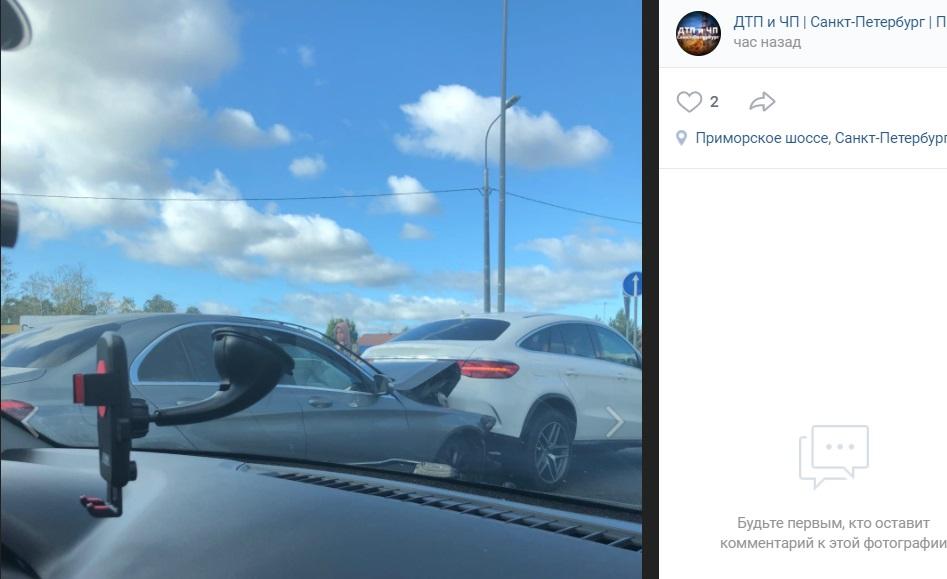 «Дорогая авария»: тройное ДТП с Mercedes собрало пробку на Приморском шоссе