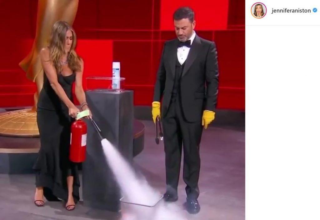 Дженифер Энистон потушила пожар на сцене премии «Эмми»