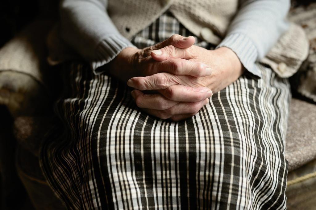 Цыганки стащили папку с деньгами и документами пенсионерки из отделения почты на Ветеранов