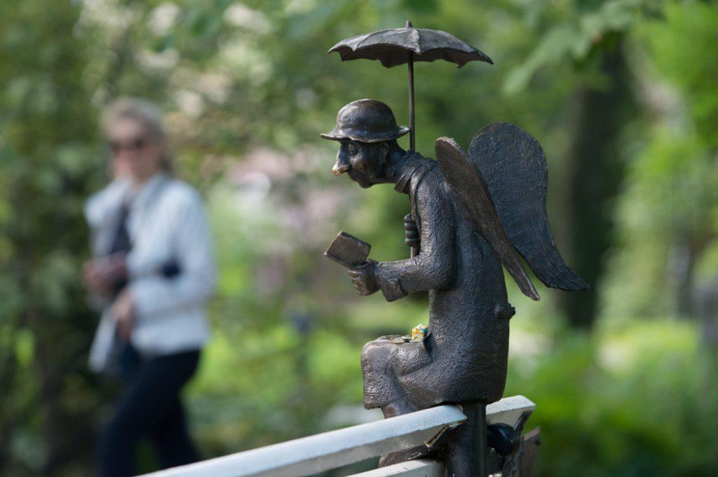 В Музее игрушки откроется выставка скульптора Романа Шустова, создавшего «Петербургского ангела»