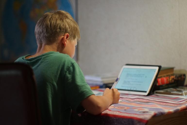 Школам Петербурга обещают «непростой февраль» из-за волны карантинов