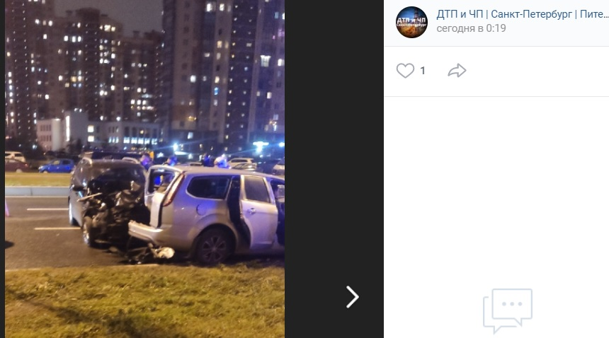 Мужчина и женщина пострадали в ДТП с тремя иномарками на Парашютной улице