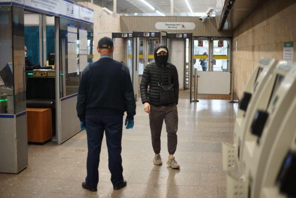 В метро Петербурга запретили снимать борьбу с нарушителями масочного режима