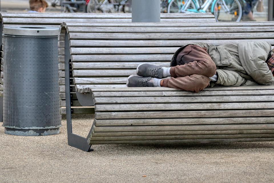 В Швейцарии нашли способ избавиться от попрошаек, но он не понравится ЕС