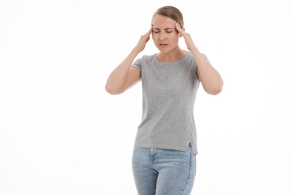 Врач-невролог рассказал, в каком случае нельзя терпеть головную боль