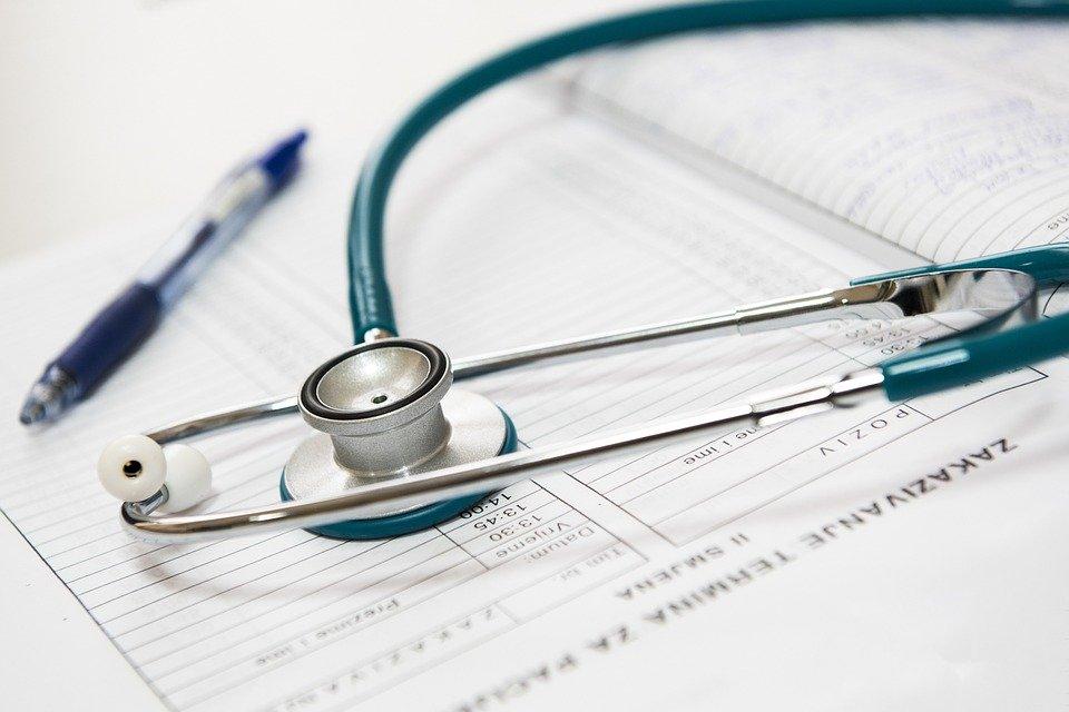В 26 больницах Петербурга установят памятные доски в честь медиков, погибших во время пандемии