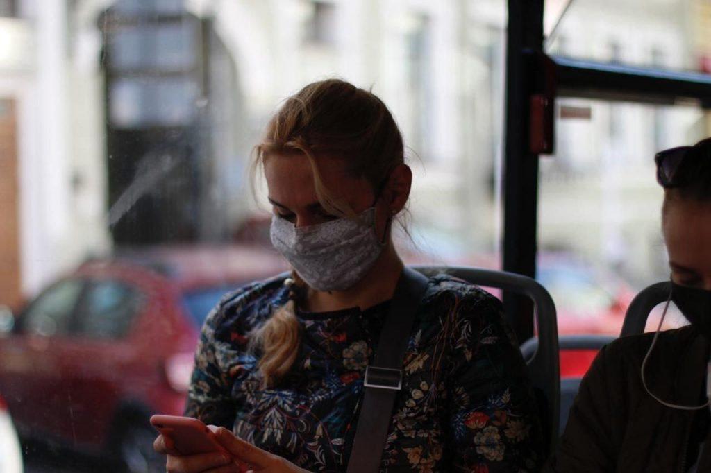 В Петербурге коронавирус подхватили еще 695 человек