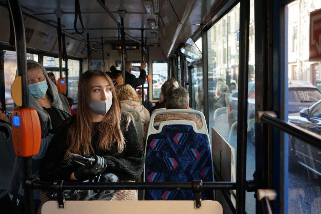 В Петербурге за сутки коронавирус подтвердился почти у 970 человек