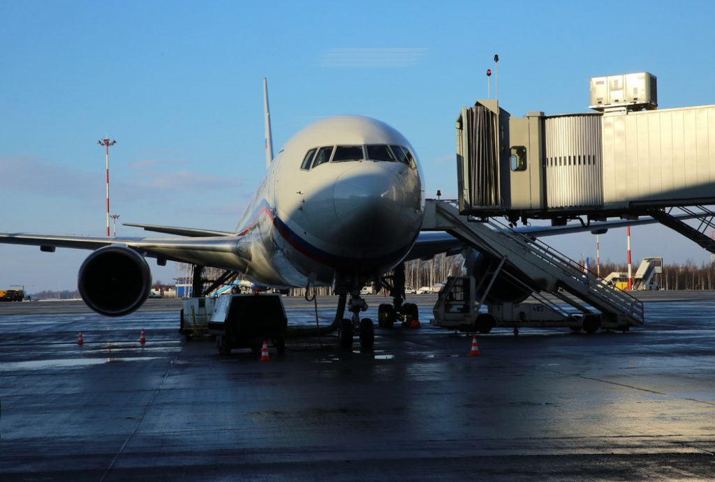 Самолет, летевший до Салехарда, совершил экстренную посадку в Пулково