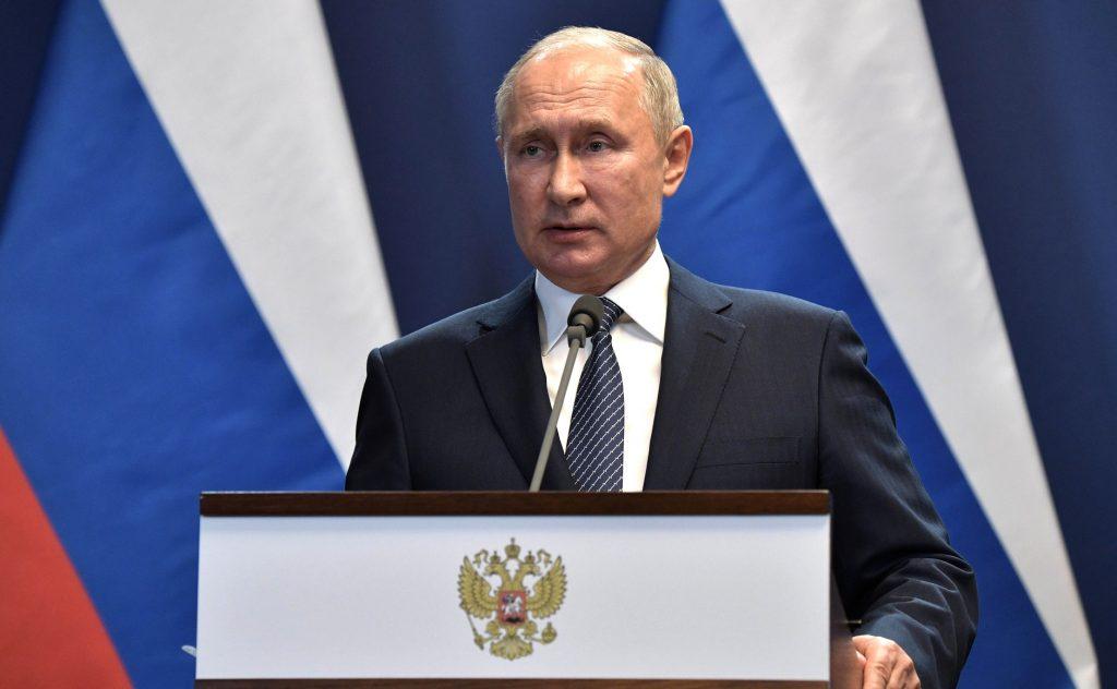Путин поручил со следующей недели начать массовую вакцинацию от COVID-19 в России