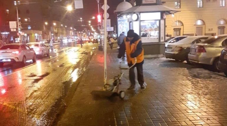 Бондаренко остался недоволен качеством уборки в Калининском районе