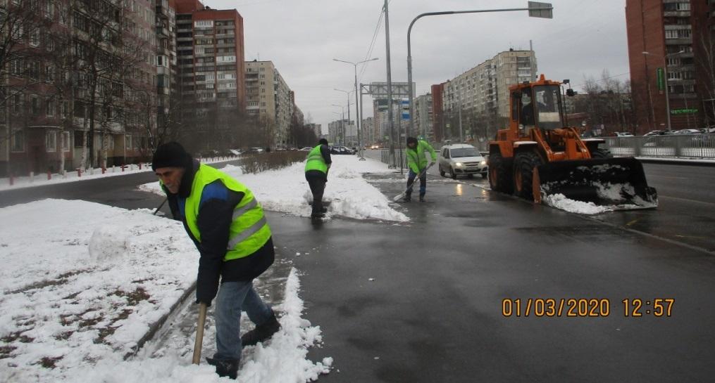 Петербург уже успели «пересолить», на зиму закупили тысячи тонн реагентов