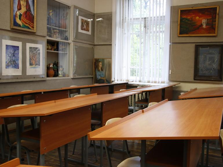 Два десятка школьных классов в Петербурге остаются на карантине по COVID-19 и ОРВИ