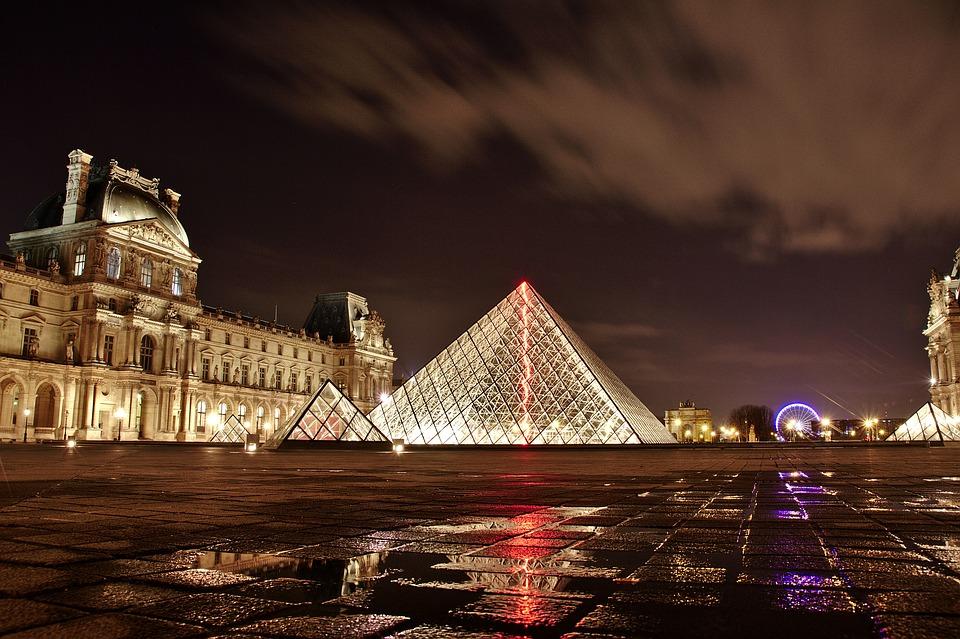 Лувр продаст на аукционе возможность посмотреть на «Джоконду» без витрины