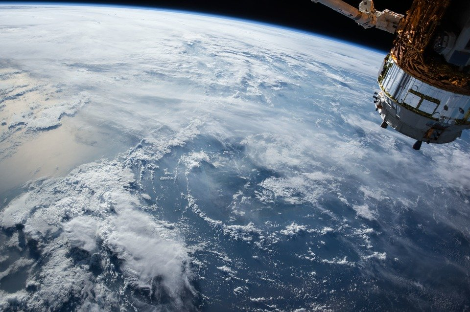 В Роскосмосе заявили, что ступень китайской ракеты упадет на Землю 8 или 9 мая
