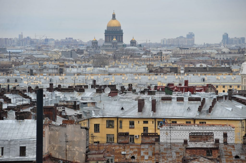 В среду жителей Петербурга ждет мокрый снег и усиление ветра до 20 метров в секунду