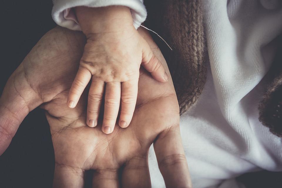 В Сингапуре женщина родила ребенка с антителами к коронавирусу