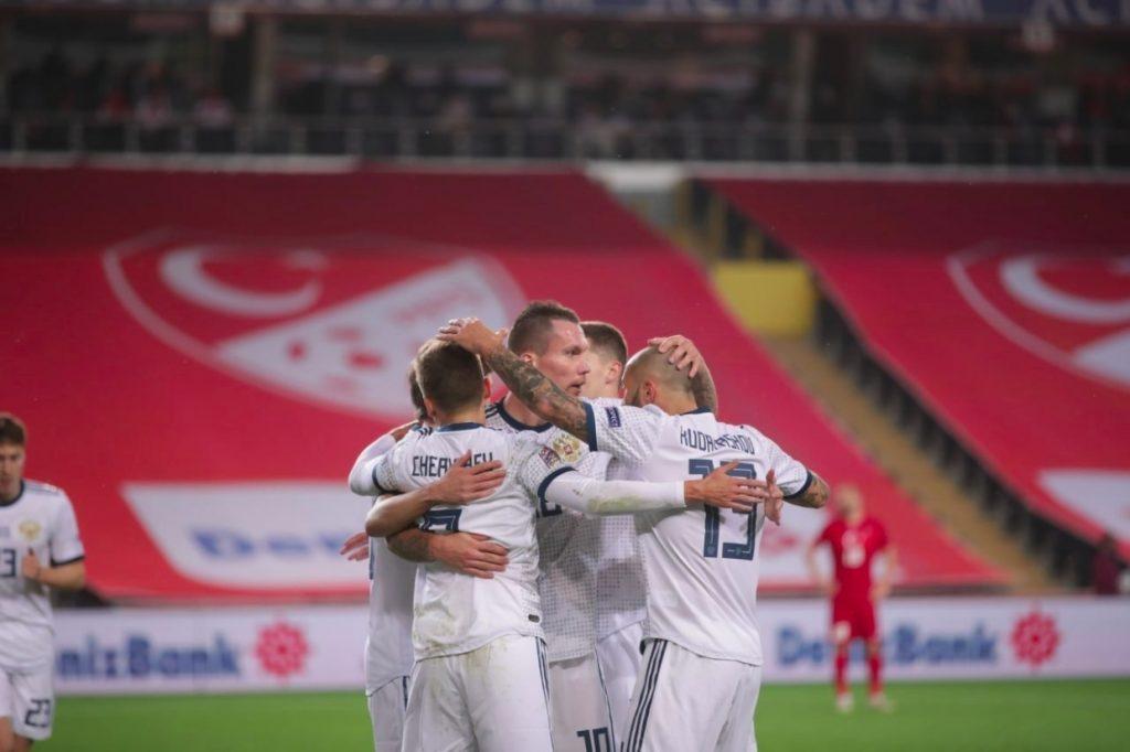 Сборная России по футболу проиграла Турции со счетом 2:3