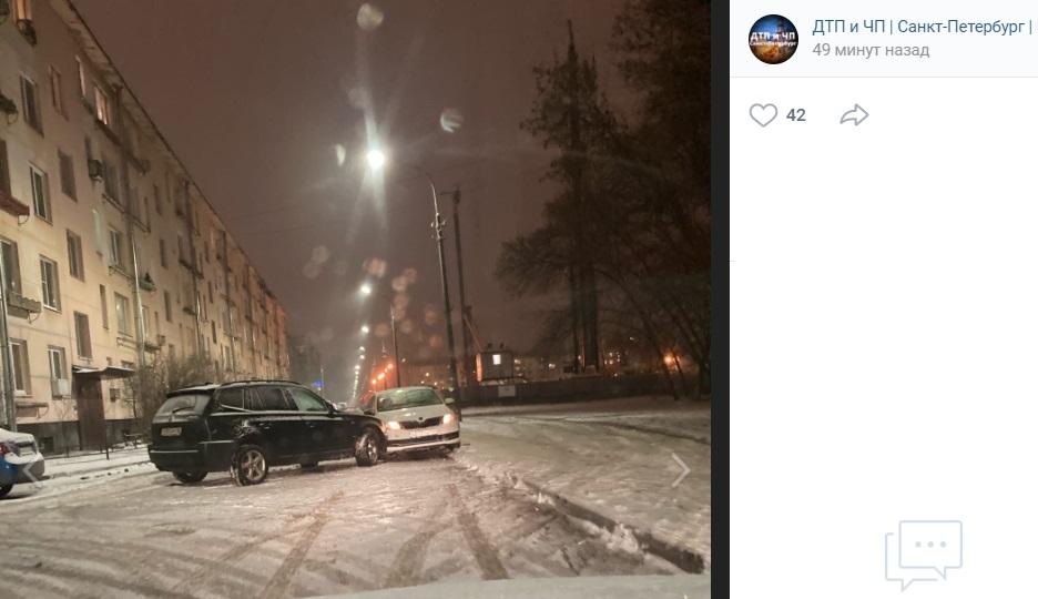 Столкнувшиеся легковушки перегородили проезд на 2-й Комсомольской