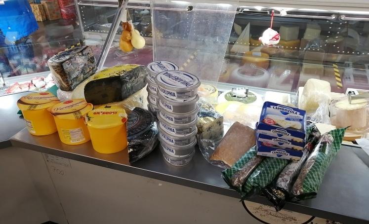 На Долгоозерном рынке нашли более сотни килограммов санкционных продуктов