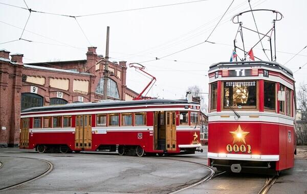 Экскурсионный трамвай возвращается на улицы Петербурга