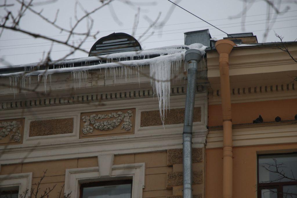 В Петербурге планируют очистить 1,5 тысячи крыш