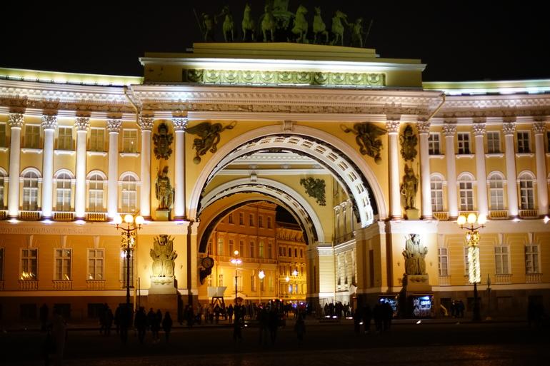 Питер или Петербург: филологи, блогеры и публицисты спорят о том, как следует называть наш город