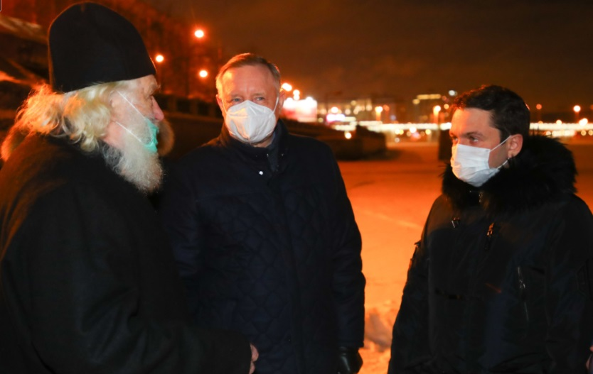 Беглов проверил безопасность крещенских купелей, но окунаться не стал