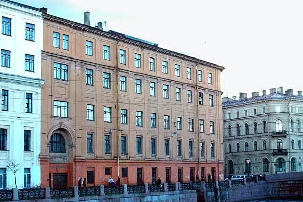 Минкульт аннулировал конкурс на реставрацию Интендантских складов в Петербурге
