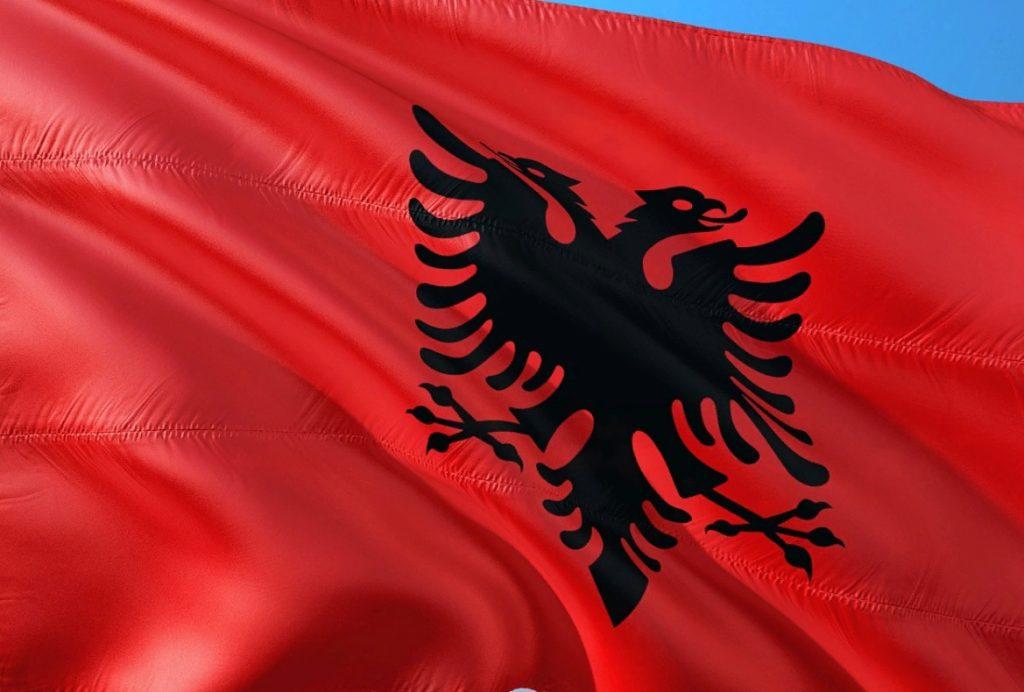 Албания высылает российского дипломата из-за нарушения мер против коронавируса