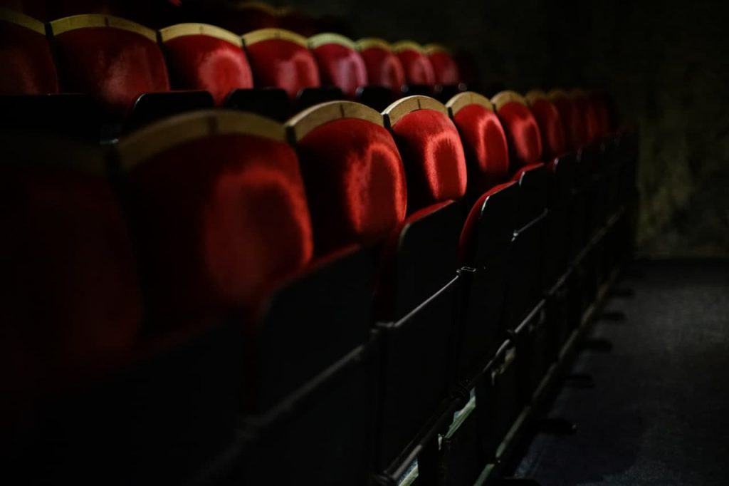 Театры Петербурга показали на 42% меньше спектаклей из-за новогоднего локдауна