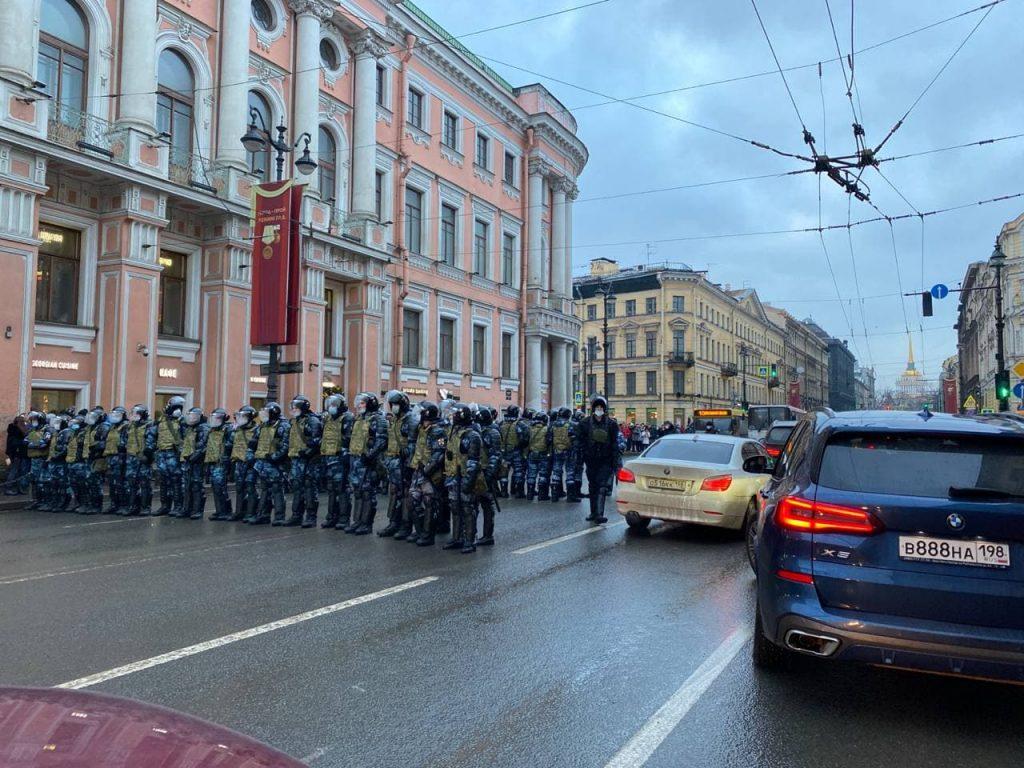 На Невском восстановили движение общественного транспорта
