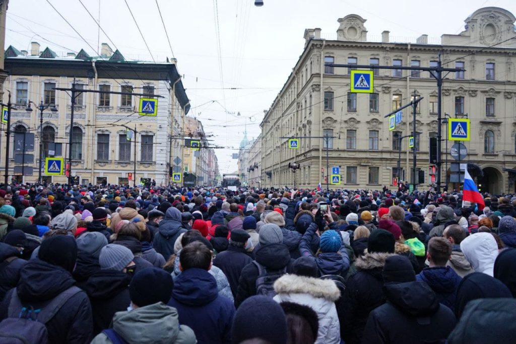 Условный срок, колония-поселение, отмена штрафа: лояльные приговоры участникам незаконных митингов в Петербурге