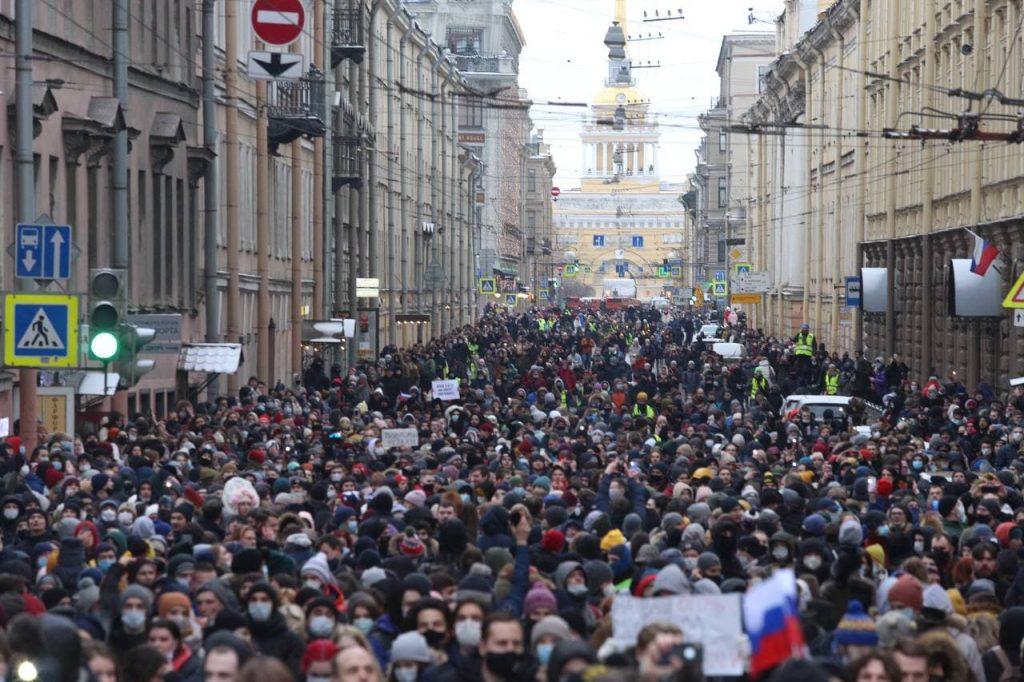 За что матери задержанной на акции в Петербурге 11-летней девочки грозит суд и уголовное дело