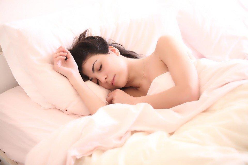 Врачи рассказали, как нормализовать сон после коронавируса
