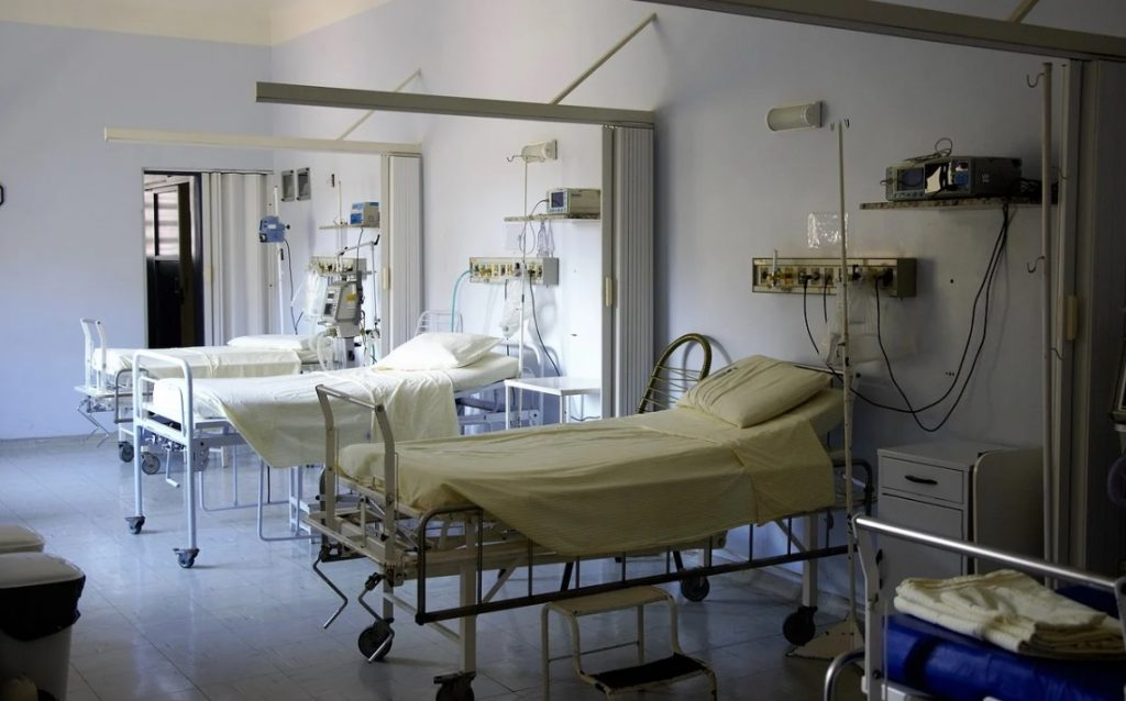 Количество госпитализаций с COVID-19 в Петербурге снизилось на 46%