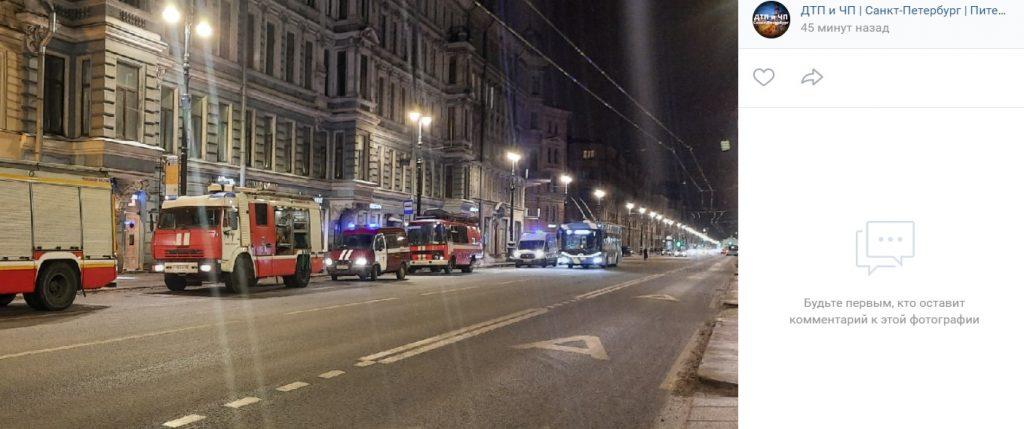 На Невском тушили помещение в историческом здании