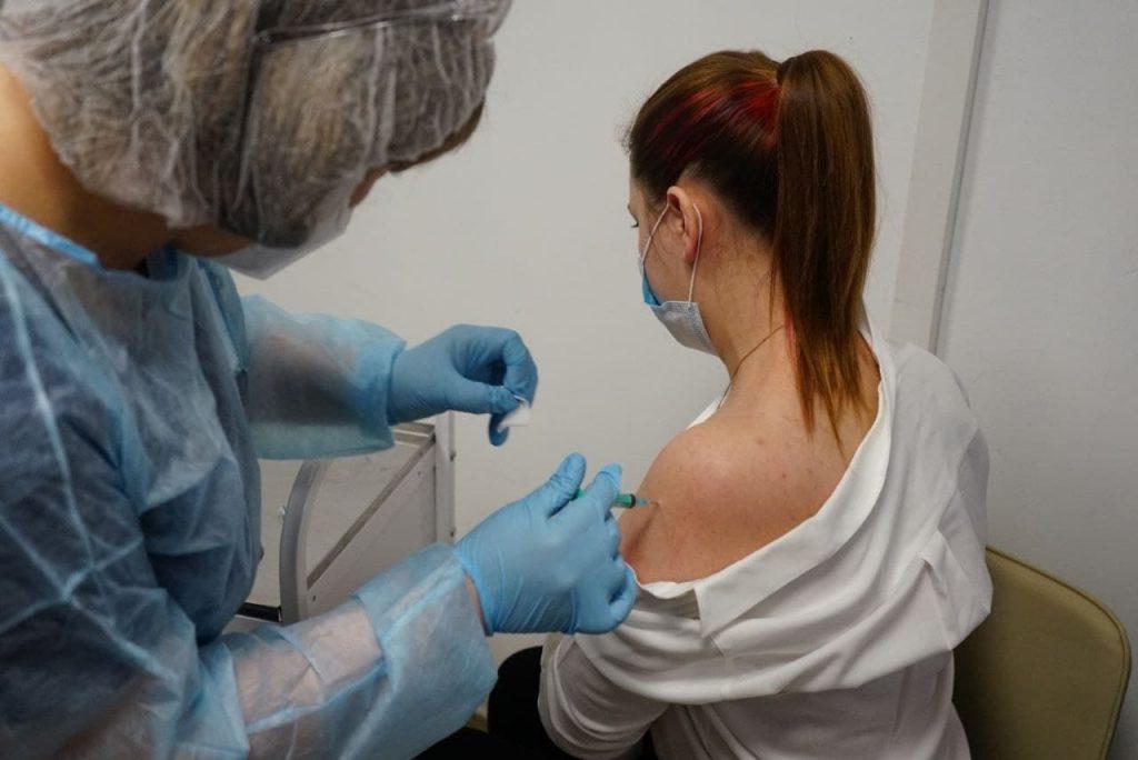 В Роспотребнадзоре объяснили, для чего нужна вторая доза вакцины от COVID-19