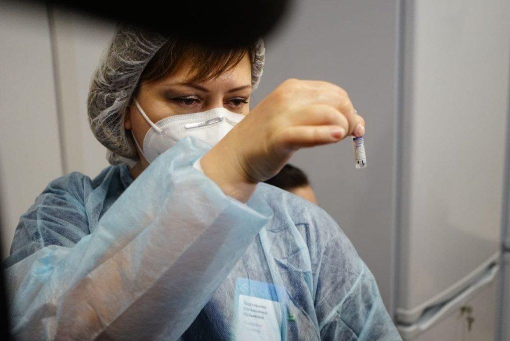 Куда пропадают вакцинированные «Спутником V» и что делать, если заболел после прививки: последнее о COVID-19 в Петербурге