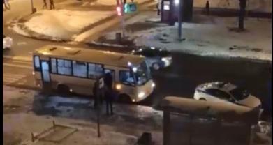 В Купчино задержали двух пассажиров, устроивших массовую драку в маршрутке