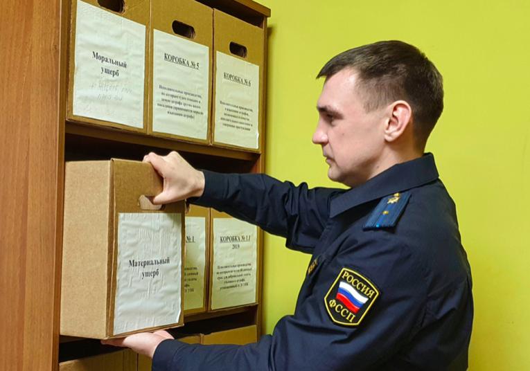 Петербуржец отсудил у предприятия 100 тысяч рублей за упавшую на автомобиль черемуху
