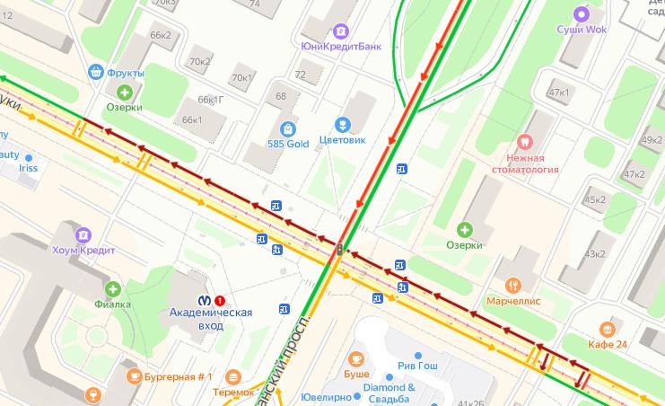 Возле метро «Академическая» массовое ДТП: столкнулись минимум три машины