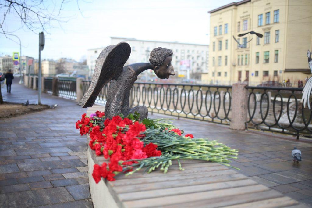 Вдова скульптора пригласила на второе открытие мемориала погибшим врачам